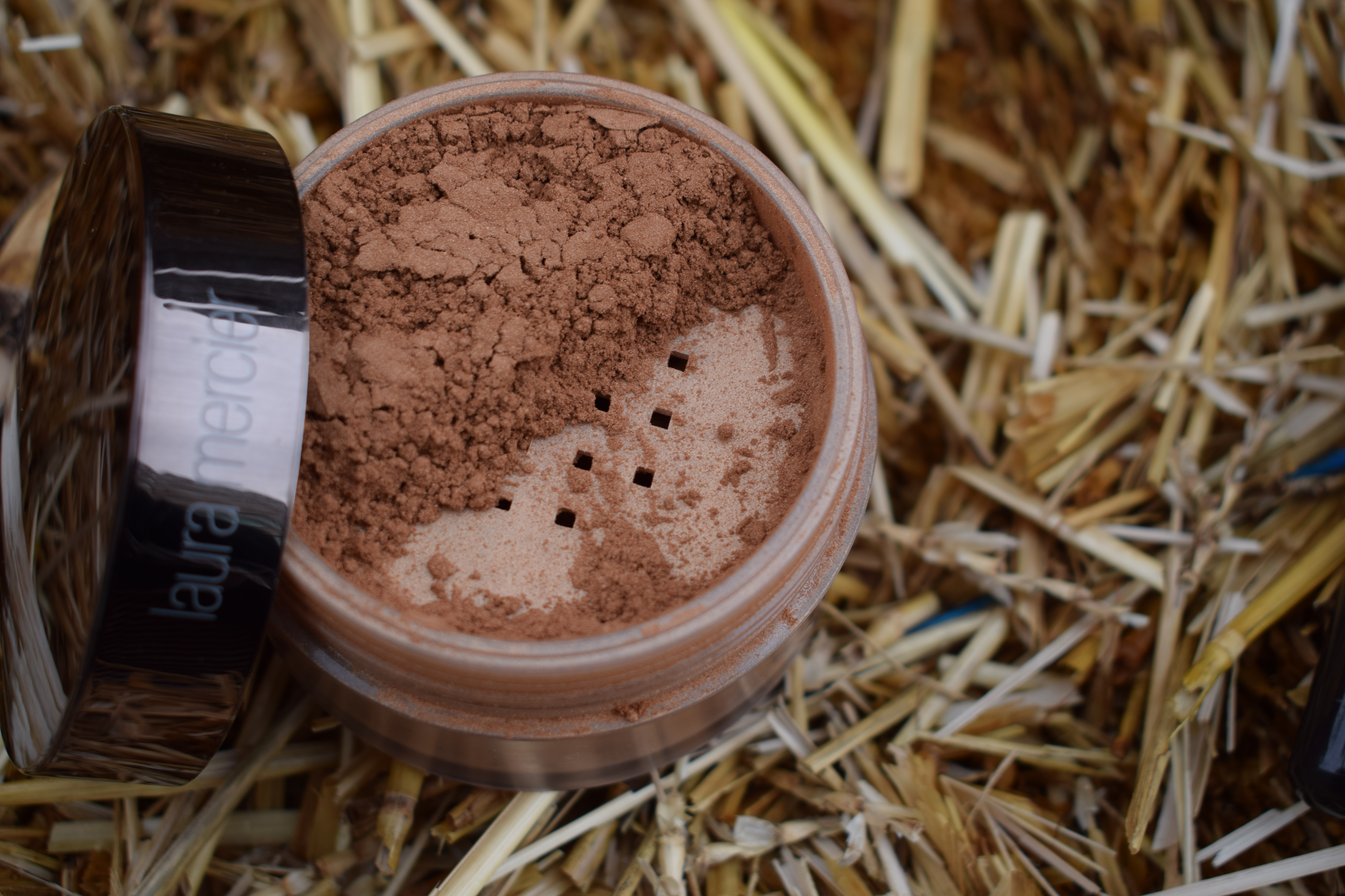 Laura Mercier Translucent Loose Setting Powder Glow VoxBox Review